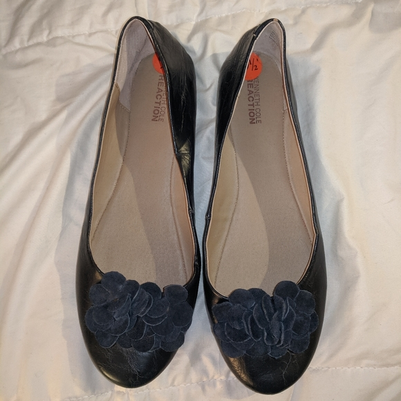 Kenneth Cole navy flats